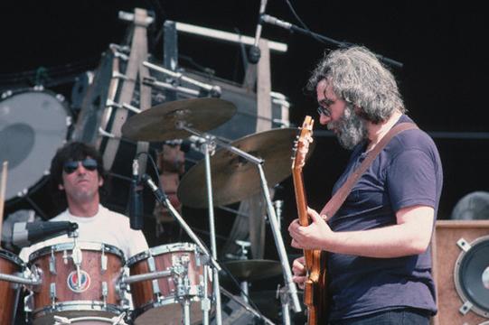 Grateful Dead - Pics - Page 9 1982_m11
