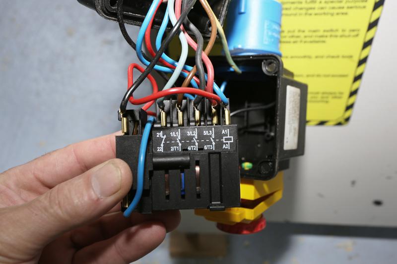 Motorisation table raboteuse (voir p.13) et amélioration R/D Holztech FS320 (première partie)  - Page 2 07_jui11