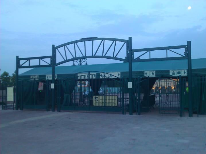 Nouveaux portails et enseignes de l'esplanade des parcs (2014-2015) - Page 3 99364010
