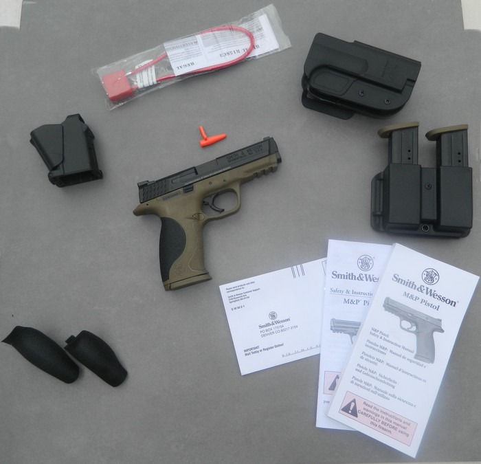Smith& Wesson M&P 9 Flat dark Earth Carry and range Kit 411