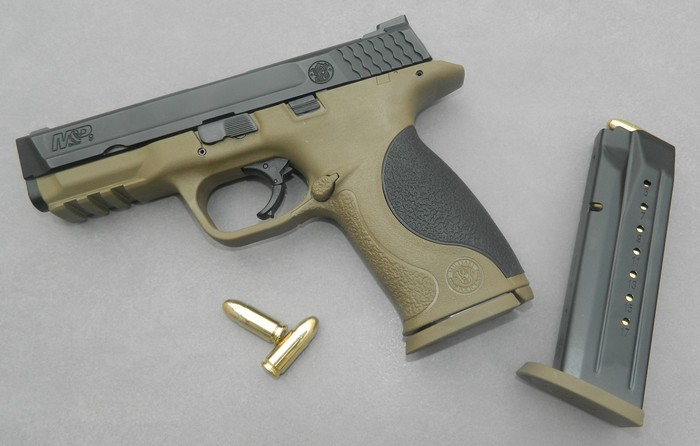 Smith& Wesson M&P 9 Flat dark Earth Carry and range Kit 610