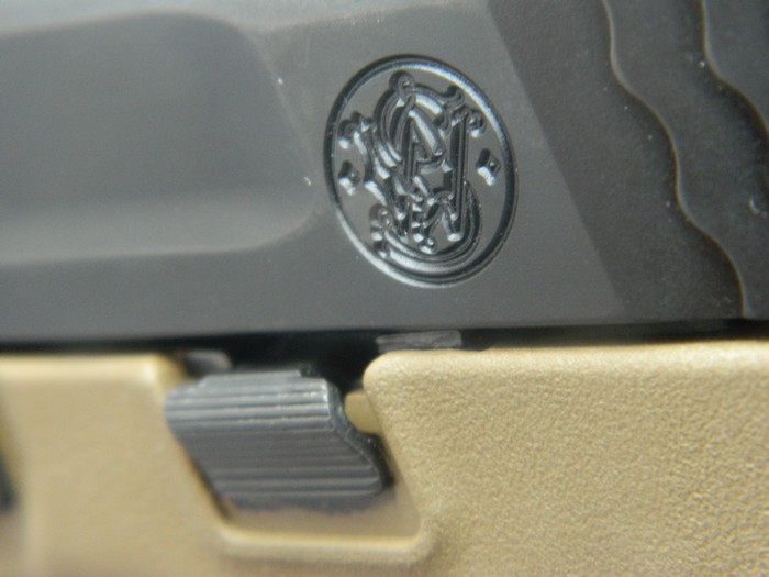 Smith& Wesson M&P 9 Flat dark Earth Carry and range Kit 910