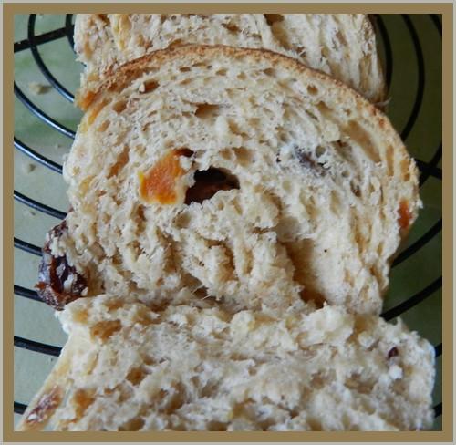 Danibrioche semi-complète d'Amelpa, 1er essai, au muesli, flocons complets de 5 céréales, fruits secs et graines Danibr11