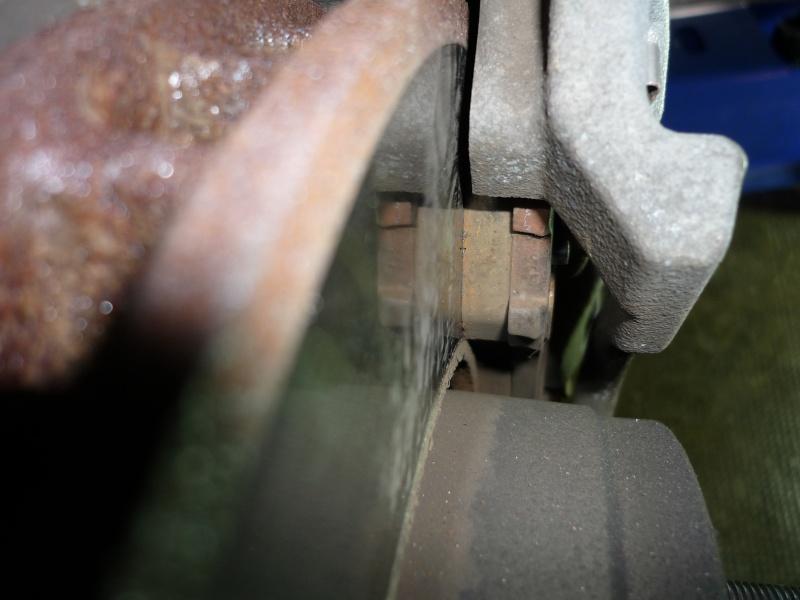 remplacement plaquettes de frein AV (et bientot AR...) - Page 6 1_02110
