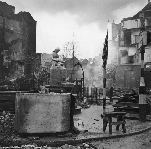 Cecil Beaton's war photography Articl10
