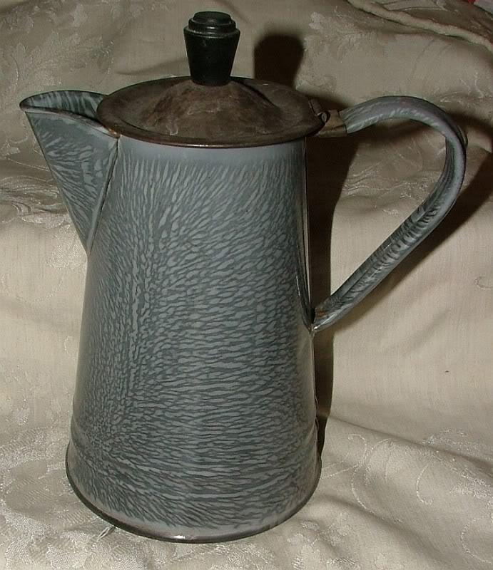 Vaisselle émaillée. Greygr10