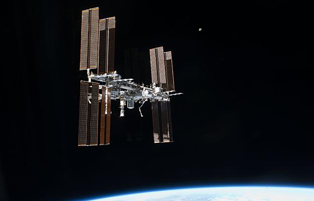 La Estación Espacial Internacional cambia de posición para observar mejor el Sol Ooiss10