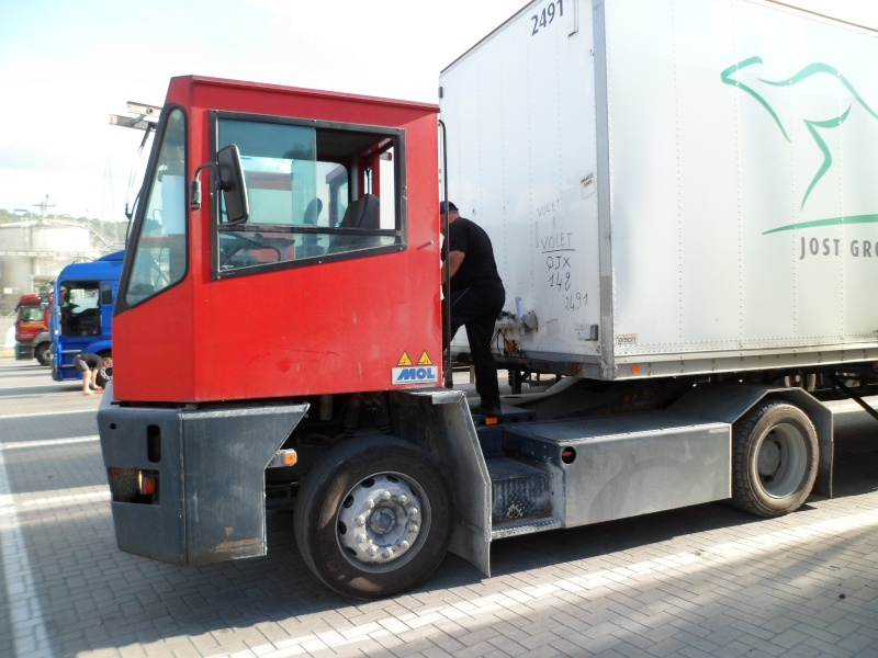 Les camions de manutention Terberg et Mol. - Page 2 Sam_1059