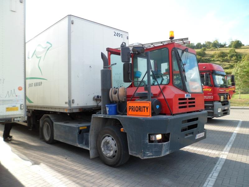 Les camions de manutention Terberg et Mol. - Page 2 Sam_1060