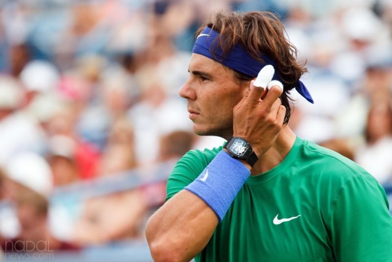 une montre sur poignet droit --- ca se fait? Nadal-10