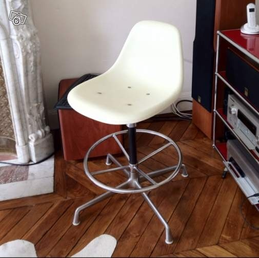 Help on an Architect Chair Herman Miller - Eames 111