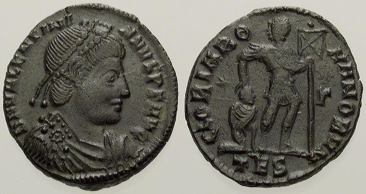 Fibule cruciforme sur un buste de Valentinien Ier Ex_bmp11