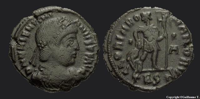 Fibule cruciforme sur un buste de Valentinien Ier Ric0_b10