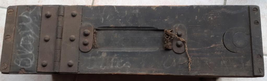 tampons sur caisse de munition. 20191110
