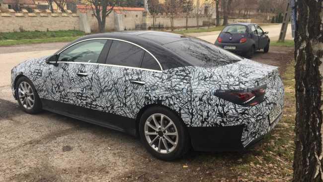 Mercedes CLA 2020 perde camuflagem e aparece pronto para estreia 2020-m10