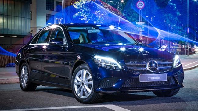 Mercedes-Benz comemora 20 mil carros produzidos no Brasil At181210