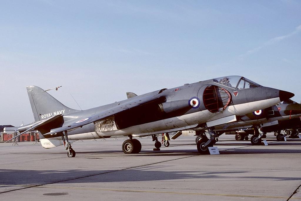 PORTE-AERONEFS CLASSE INVINCIBLE (NV) (Terminé) Hawker12
