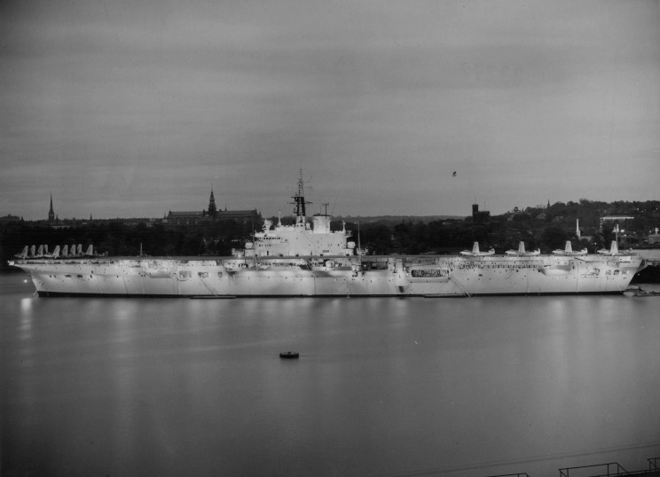 PORTE-HELICOPTERES HMS OCEAN (L-12) Hms_bu13