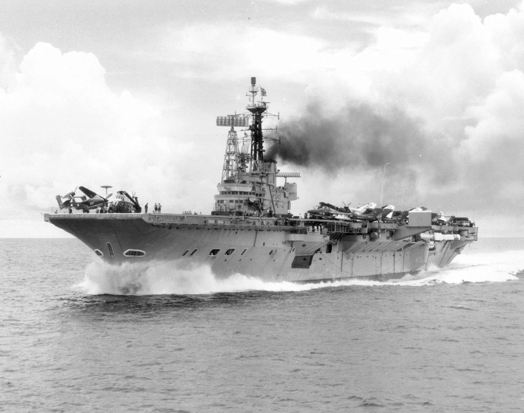 PORTE-HELICOPTERES HMS OCEAN (L-12) Hms_ce11