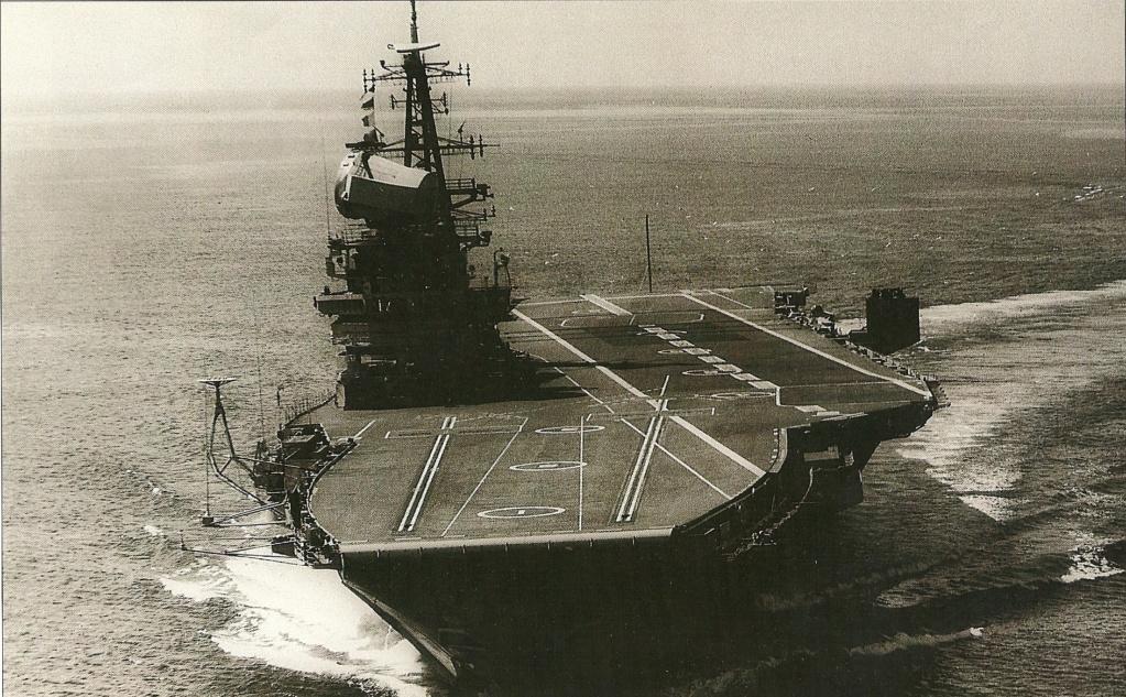 PORTE-HELICOPTERES HMS OCEAN (L-12) Hms_he17