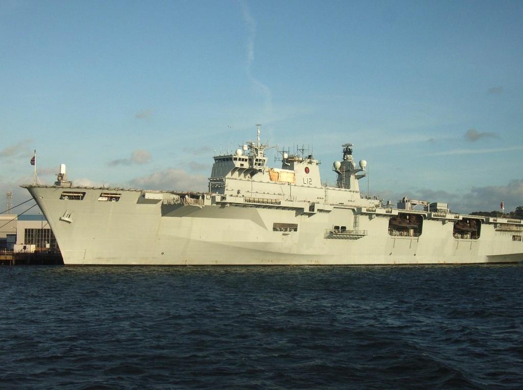 PORTE-HELICOPTERES HMS OCEAN (L-12) Hms_oc24