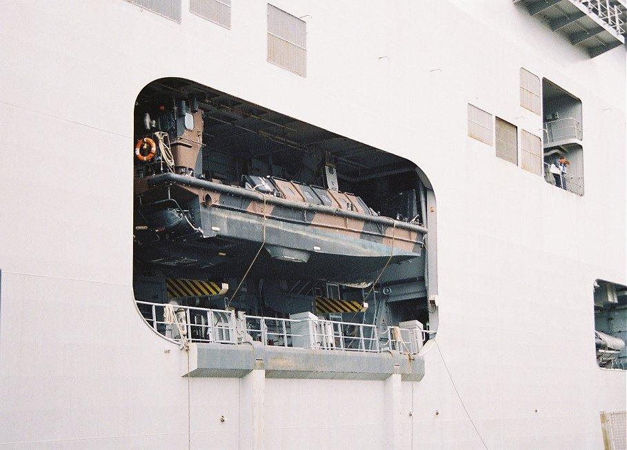PORTE-HELICOPTERES HMS OCEAN (L-12) Hms_oc40