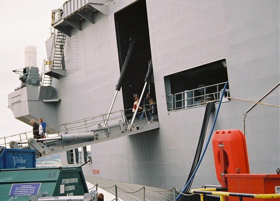 PORTE-HELICOPTERES HMS OCEAN (L-12) Hms_oc41