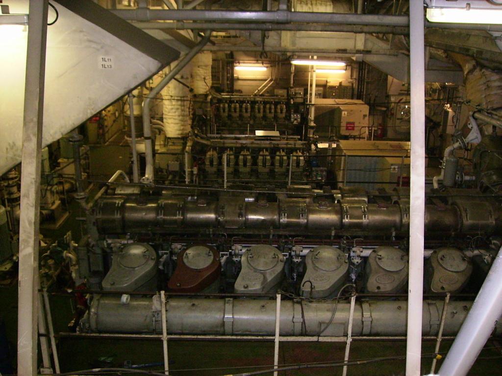 PORTE-HELICOPTERES HMS OCEAN (L-12) Hms_oc42