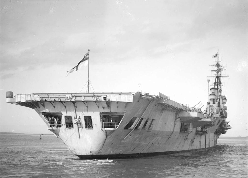 PORTE-HELICOPTERES HMS OCEAN (L-12) Hms_th10