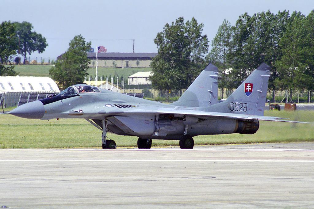 "MIKOYAN GOUREVITCH (MIG) MiG-29 ""FULCRUM""  Mig-2975"