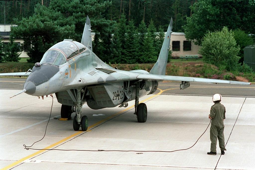 "MIKOYAN GOUREVITCH (MIG) MiG-29 ""FULCRUM""  Mig-2988"