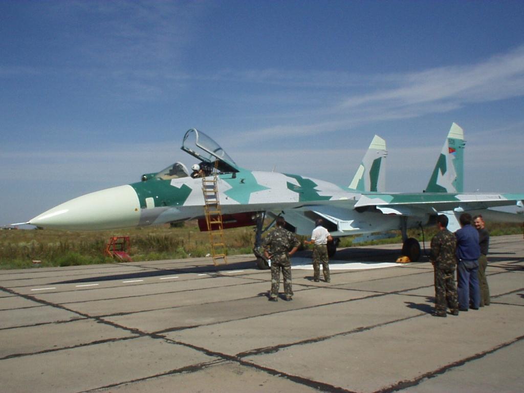 SUKHOÏ SU-27 FLANKER Su-27_11