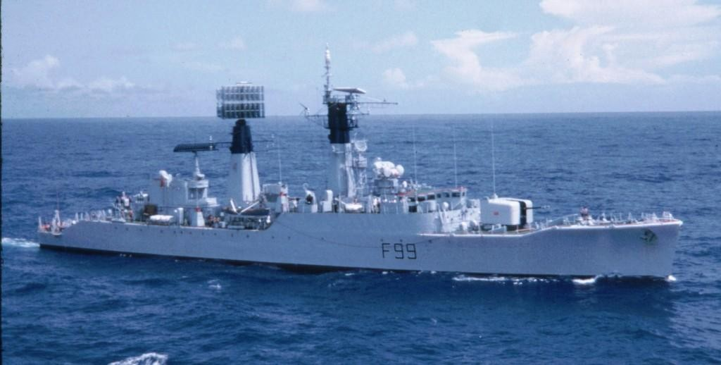 DESTROYERS LANCE-MISSILES CLASSE SHEFFIELD (TYPE 42) (NV) - Page 2 Type_911