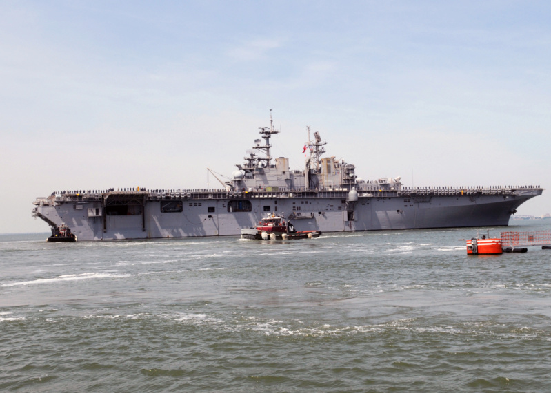 LANDING HELICOPTER DOCK (LHD) CLASSE WASP (TERMINE) Uss_ba28