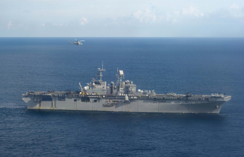 LANDING HELICOPTER DOCK (LHD) CLASSE WASP (TERMINE) Uss_ba33