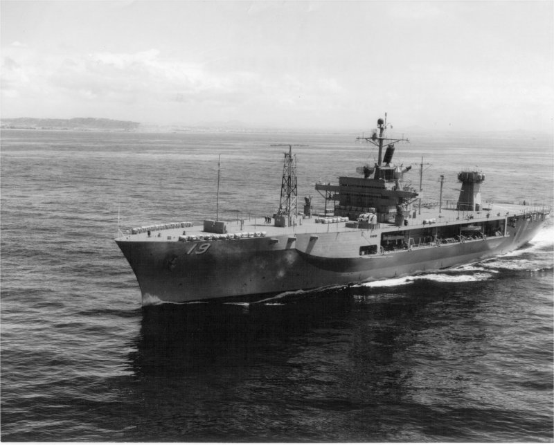 AMPHIBIOUS FORCE COMMAND SHIP (LCC) CLASSE BLUE RIDGE (Fini) Uss_bl27