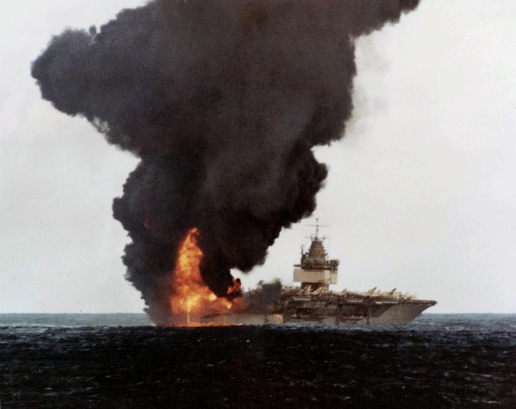 PORTE-AVIONS USS ENTERPRISE (CVN-65) Uss_en31
