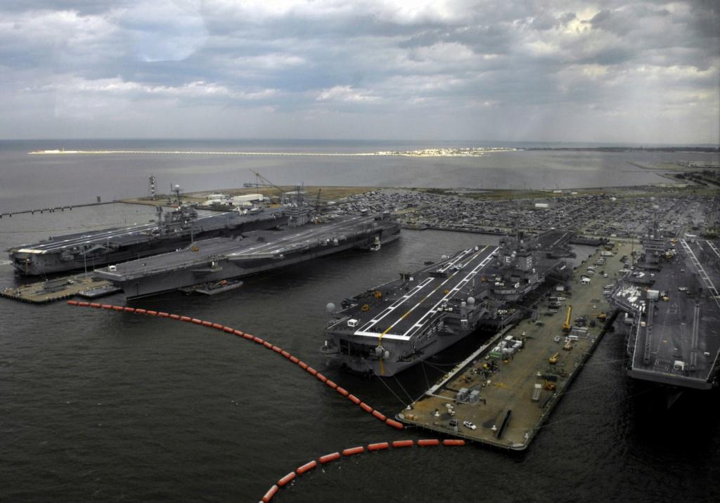 PORTE-AVIONS USS ENTERPRISE (CVN-65) Uss_en47