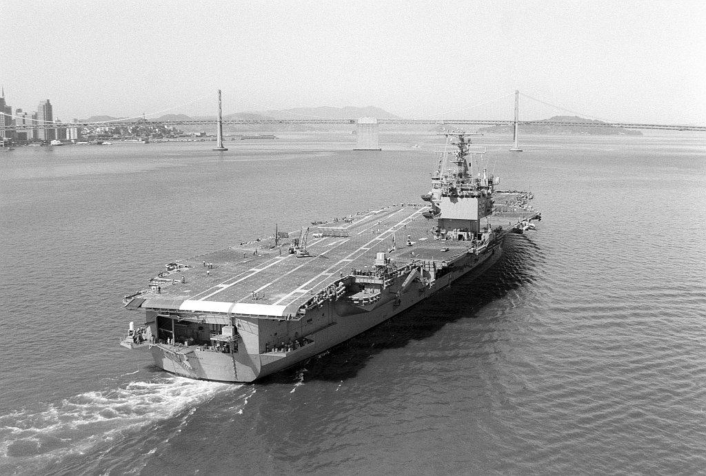 PORTE-AVIONS USS ENTERPRISE (CVN-65) Uss_en55