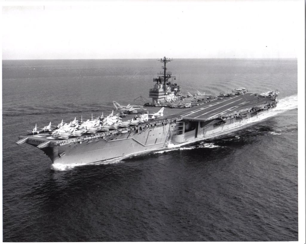 PORTE-AVIONS USS ENTERPRISE (CVN-65) Uss_in31