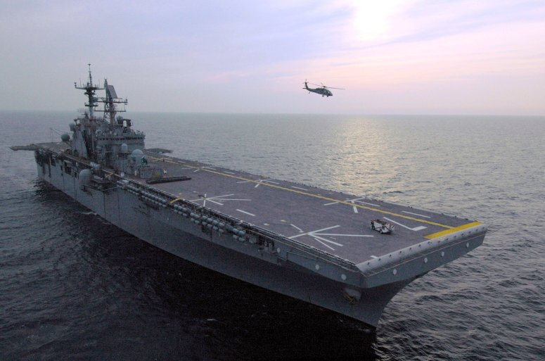 LANDING HELICOPTER DOCK (LHD) CLASSE WASP (TERMINE) Uss_iw14