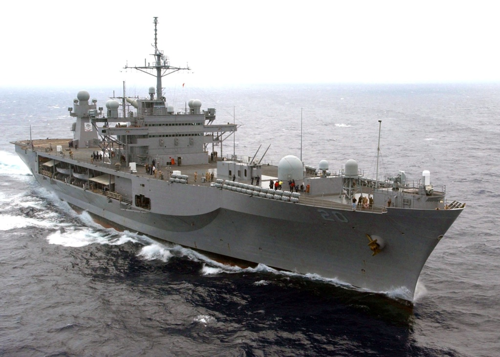 AMPHIBIOUS FORCE COMMAND SHIP (LCC) CLASSE BLUE RIDGE (Fini) Uss_mo22