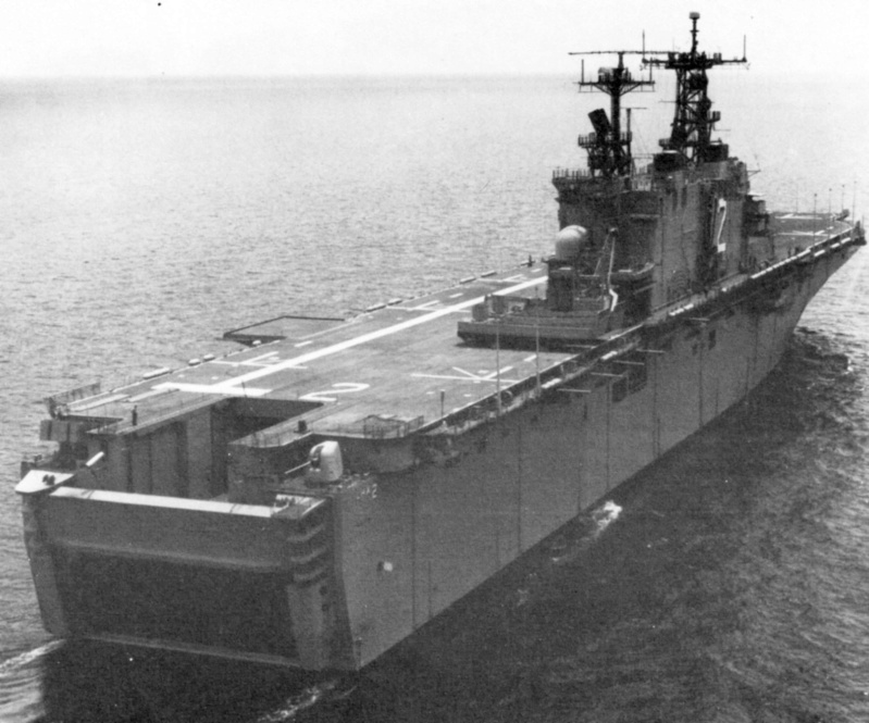 LANDING HELICOPTER DOCK (LHD) CLASSE WASP (TERMINE) Uss_sa28