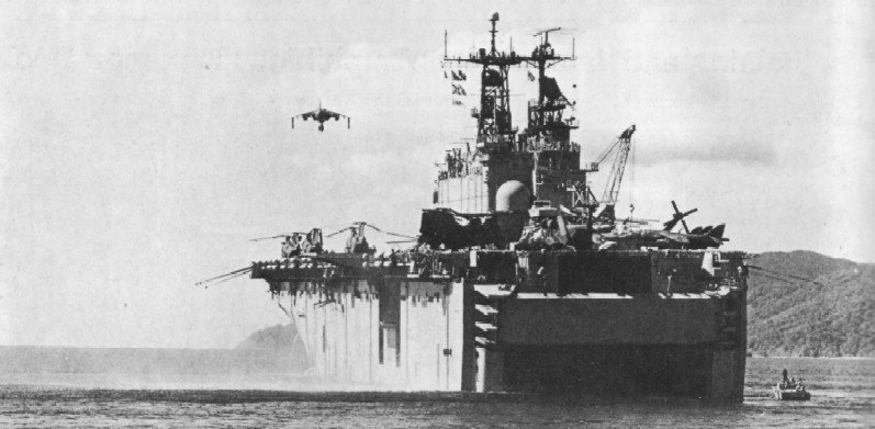 LANDING HELICOPTER ASSAULT CLASSE (LHA) TARAWA (TERMINE) Uss_ta19