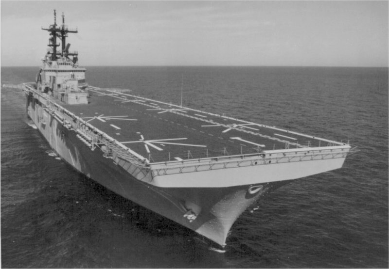 LANDING HELICOPTER DOCK (LHD) CLASSE WASP (TERMINE) Uss_wa14