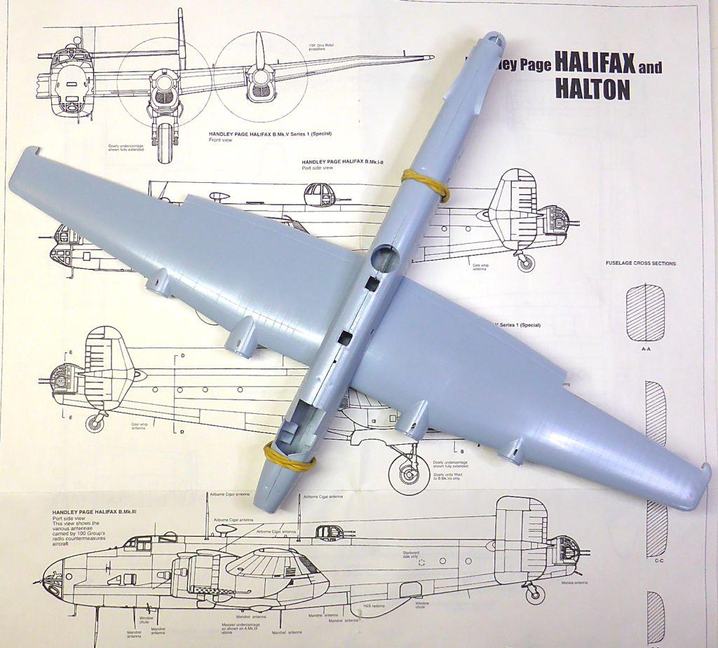 Fil rouge 2021 * Handley Page HALIFAX B III - Airfix 1/72 Hali-015