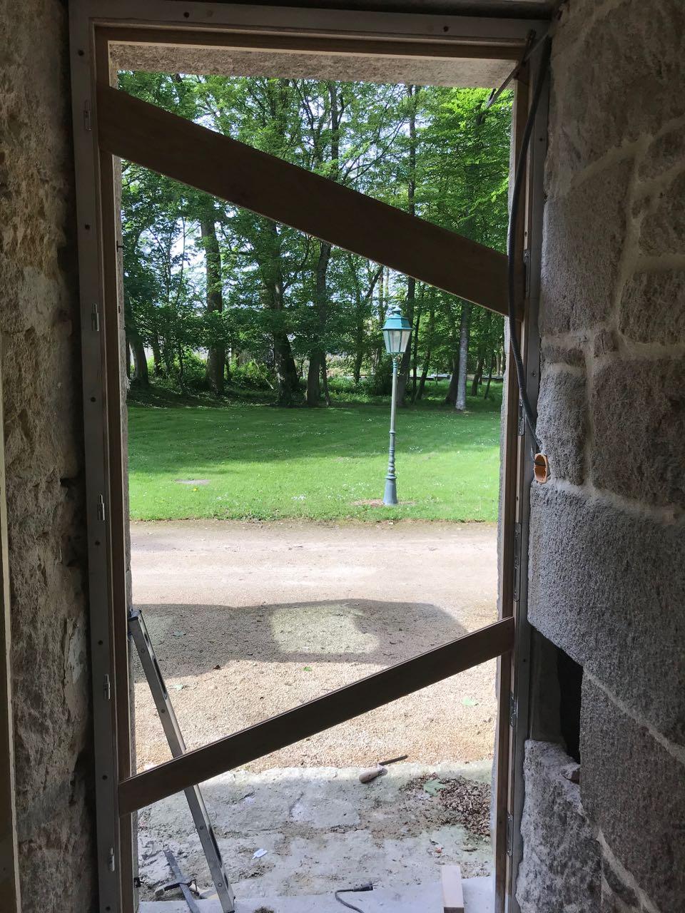 Porte d'entrée vitrée avec  grand cadre - Page 7 Img_4238