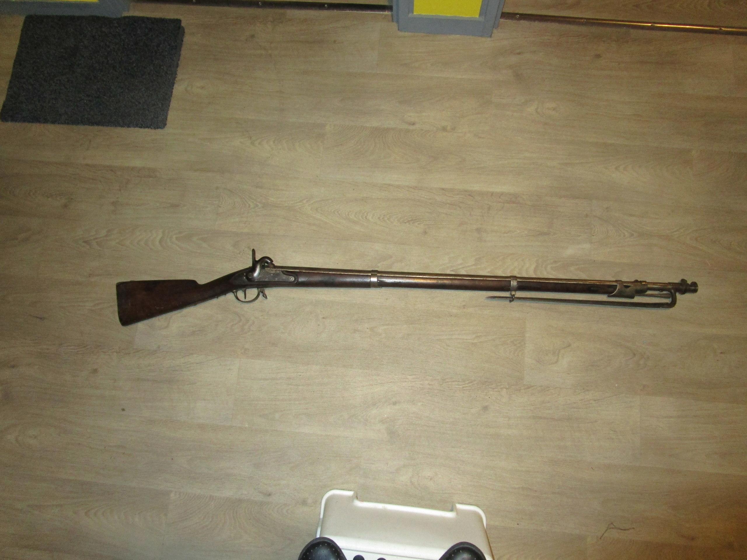 Fusil modèle 1822 Tbis avec sa baïonnette et sa baguette  Img_1475