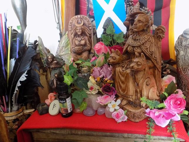 L'autel Druidique l'espace sacré du temple Dscn1041