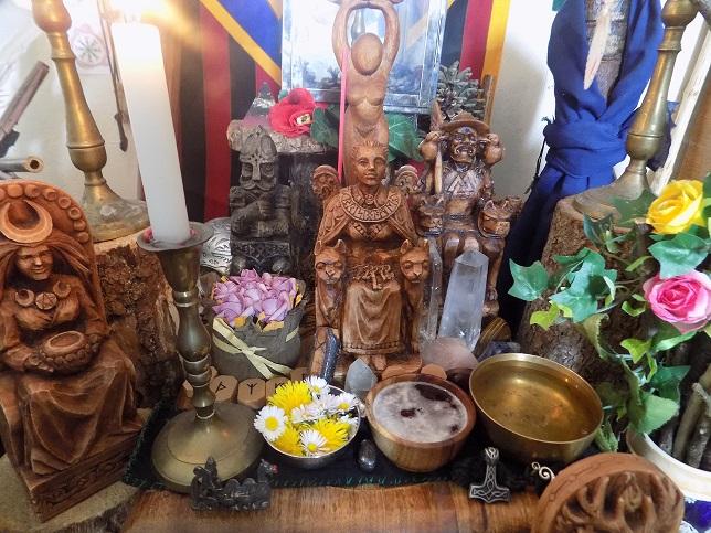 L'autel Druidique l'espace sacré du temple Dscn1043